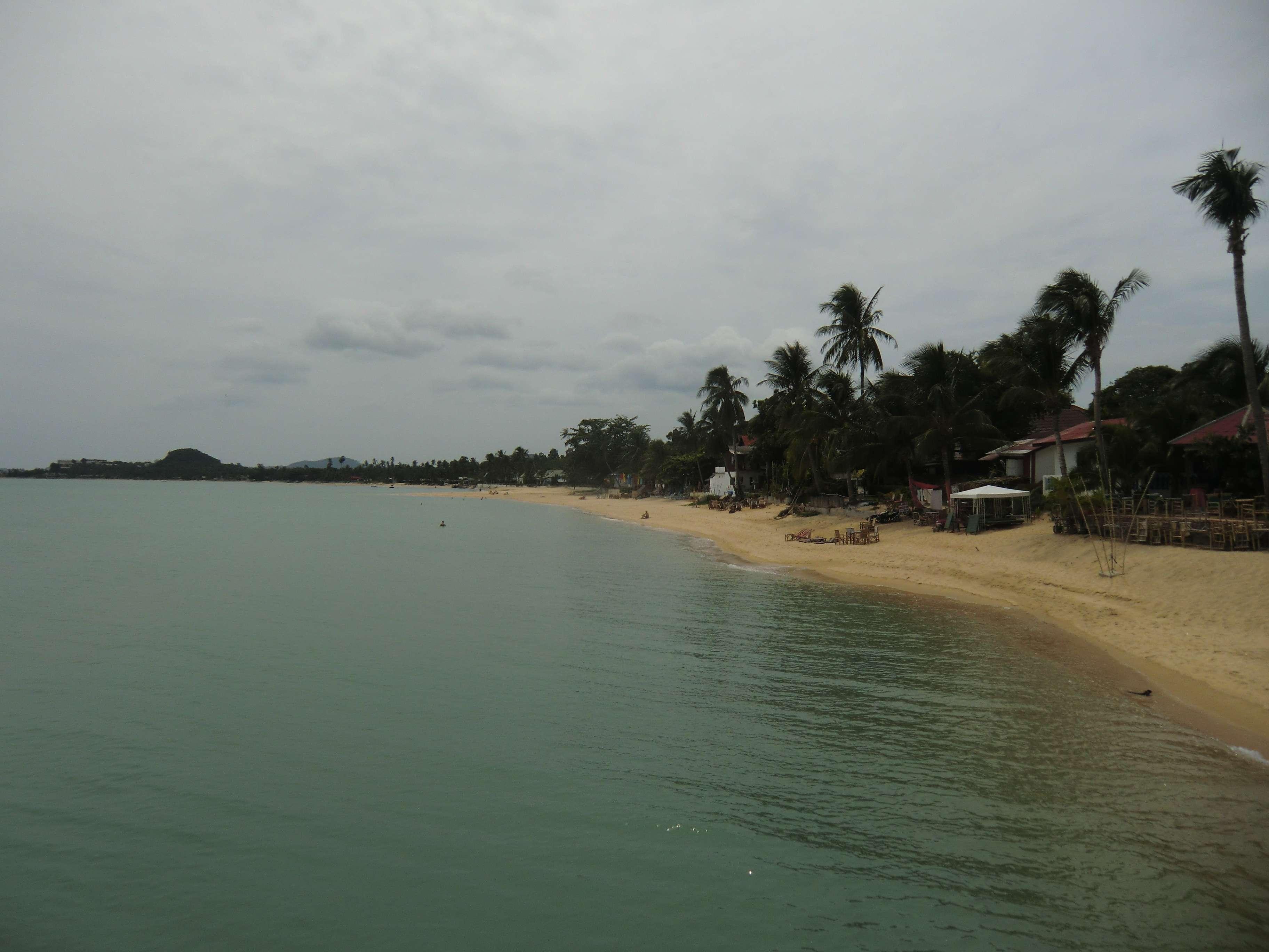 """der """"""""Mae Nam"""" Strand linksseitig vom Schiff aus"""