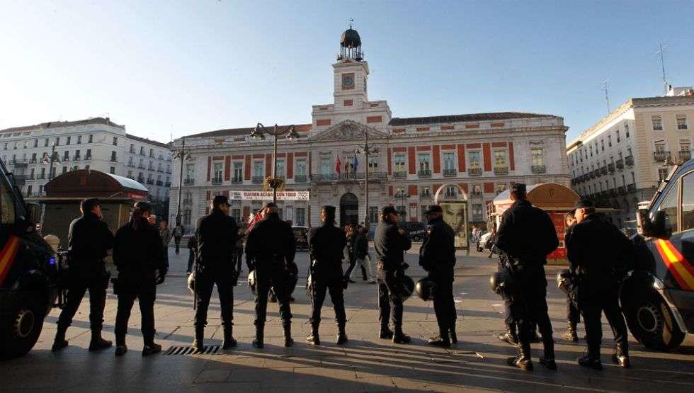 Policías antidisturbios, desplegados en la Puerta del Sol.